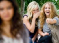 Meisjes krijgen meer te maken met subtiele vormen van pesten.